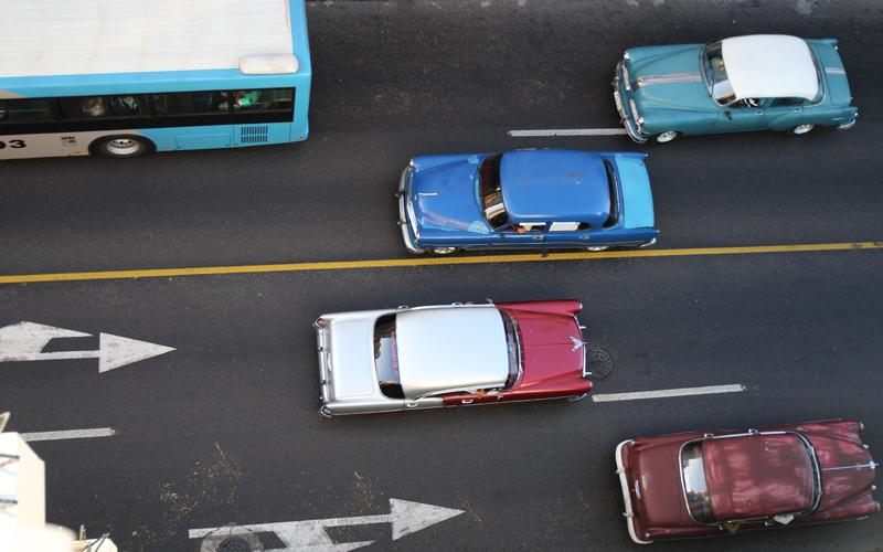 Havanna: Sehr klassischer Verkehr von oben betrachtet.